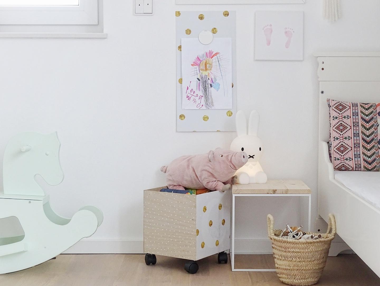 DIY-Magnetpinnwand und rollende Bücherkiste | Mit selbstklebenden Möbelfolien werkeln, umstylen und aufhübschen | mammilade.com