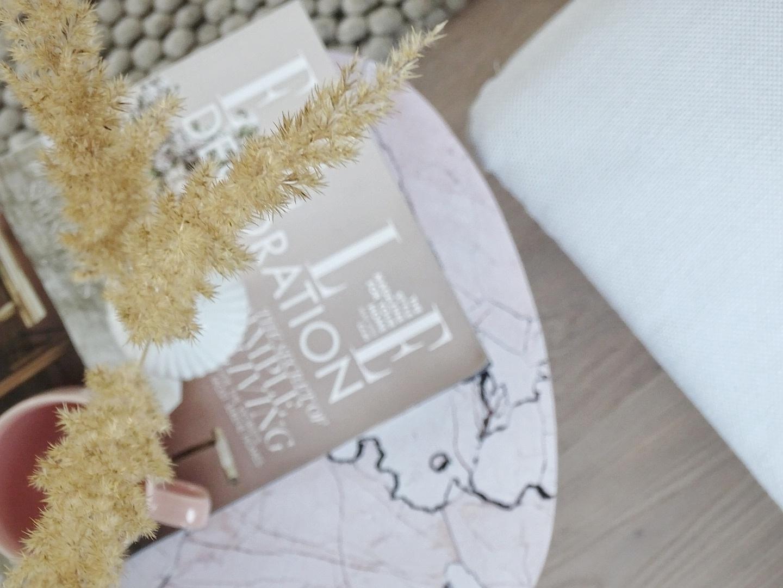 Möbel mit Möbelfolie aufhübschen | Umstyling und Makeover mit selbstklebenden Tapeten und Möbelfolien | mammilade.com