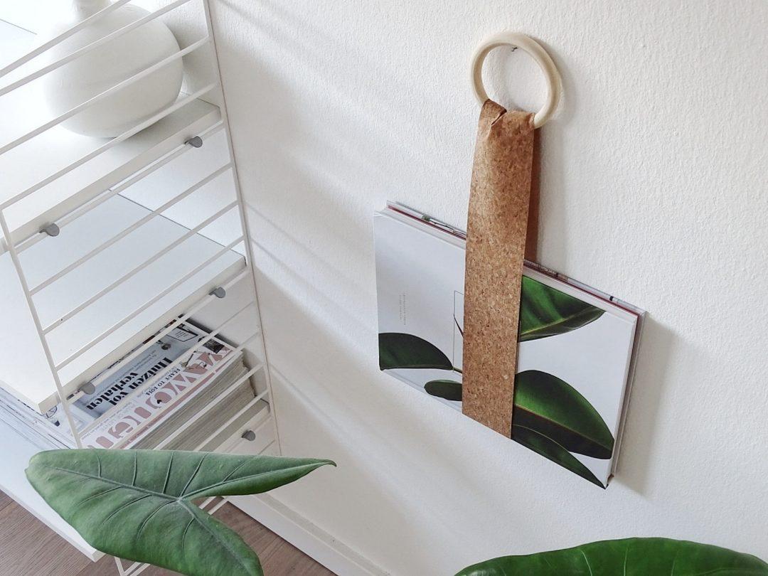 Magazin-/Buch-Halter zum Aufhängen aus Korkstoff oder Ledergürteln | mammilade.com