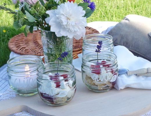 Upcycling mit Gläsern und super für unterwegs: DIY-Kerzen aus Kerzenresten & Eton-Mess-Dessert | mammilade.com