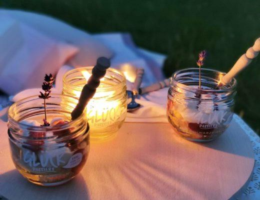 Upcycling mit Marmeladengläsern: DIY-Kerzen aus Kerzenresten & Eton-Mess-Dessert - perfekt und praktisch auch für unterwegs | mammilade.com